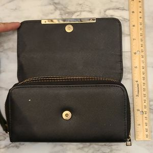 Wallet with two zippers